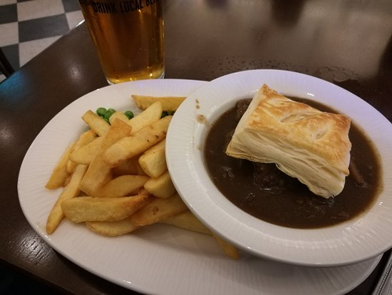 St. Margaret's Hope, UK: Beef, orkney pastry, peas and chips