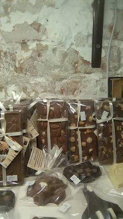Mykolayiv, أوكرانيا: Студия шоколада ручной работы Пан-Шоколатье — это лучшие бельгийские традиции конфет ручной рабо