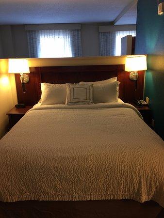Residence Inn Memphis Downtown: bed