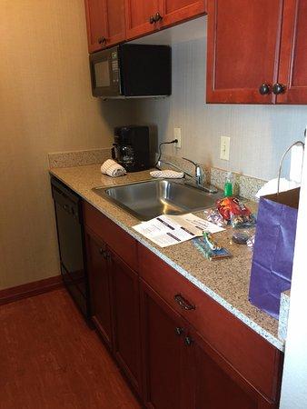 Residence Inn Memphis Downtown: kitchen