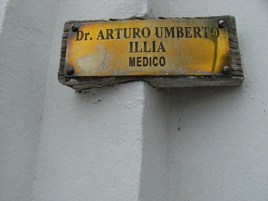 Cruz del Eje, Argentinien: La placa que se encuentra aun en la puerta de la casa