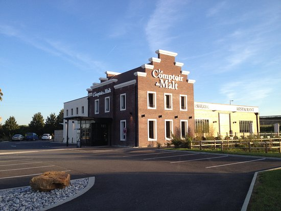 Noyon, ฝรั่งเศส: Restaurant exterior