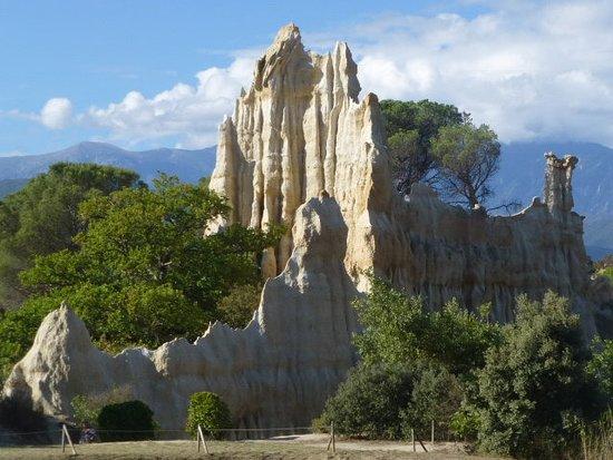 Ille-sur-Tet, Fransa: ce rocher a pour la la cathédrale...