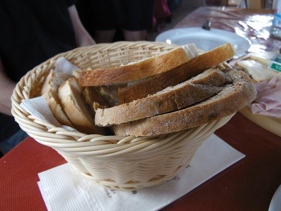 Fie allo Sciliar, Italie : cestino di pane