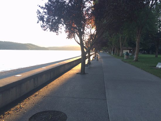 Coeur d'Alene City Park and Independence Point: Nice trails by the lake. Great park for picnics and kid play.