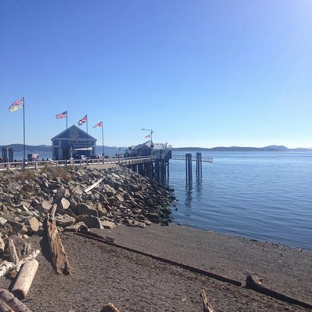 Sidney, Canadá: view from the path near pier