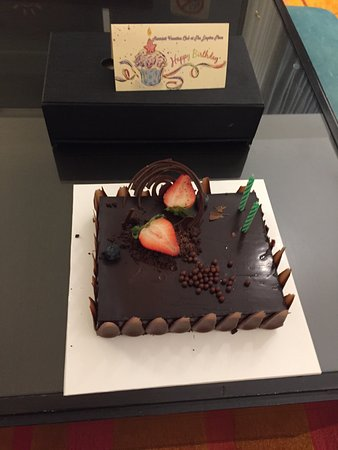 Marriott's Bangkok Empire Place: Incredible Birthday cake I received.