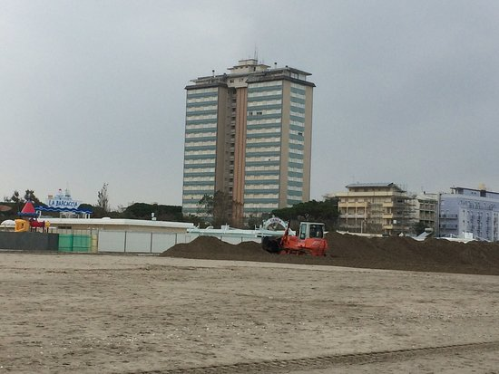 La Barcaccia 265 : Песчаный вал у пляжа Ла Баркачча