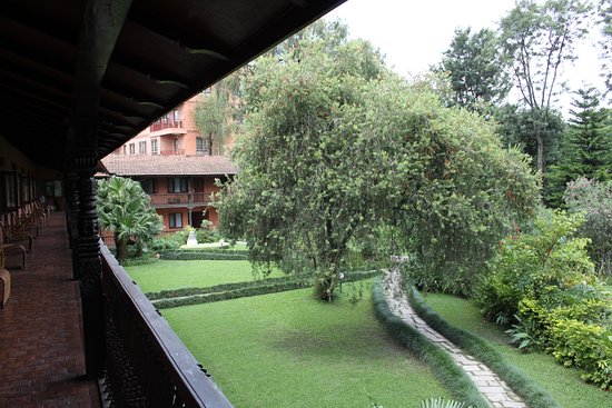 سوميت هوتل: uitzicht op de tuin van het hotel van de kamer