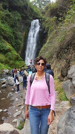 Peguche Waterfall: En la cascada