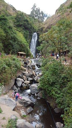 Peguche Waterfall: La cascada