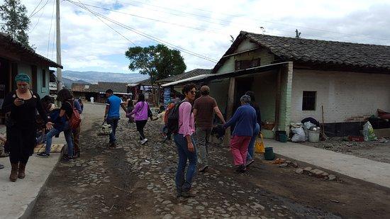 Peguche, Ekuador: En el pueblo al lado de la cascada