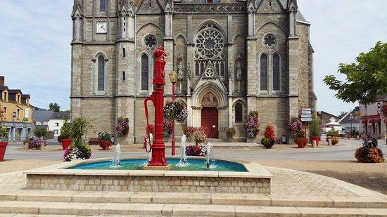 Superbe vue sur la fontaine et le centre bourg de Missillac.