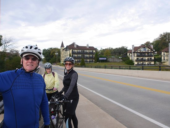 Shepherdstown, Virginia Occidental: cyclists on the bridge by the Bavarian