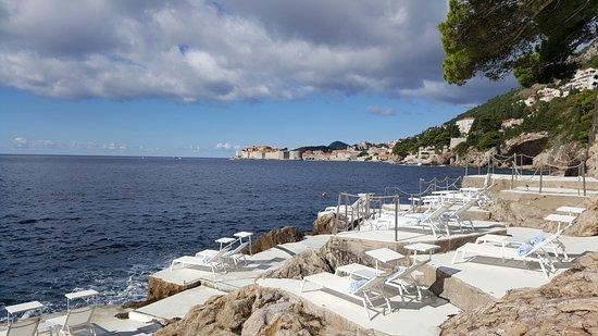 Villa Dubrovnik: Пляж отеля
