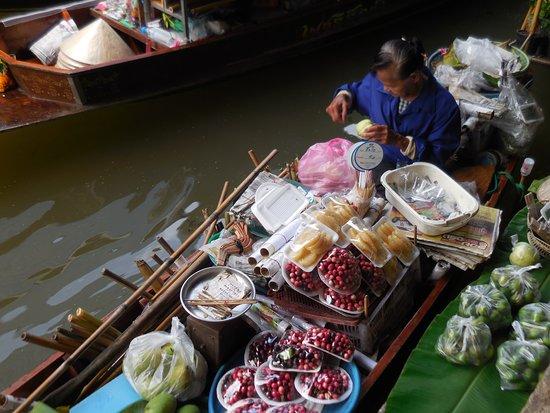 Marvin Suites: Floating Market
