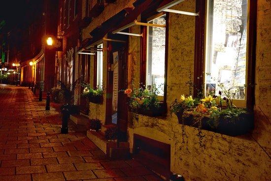 Lower Town (Basse-Ville): Along Rue St. Pierre