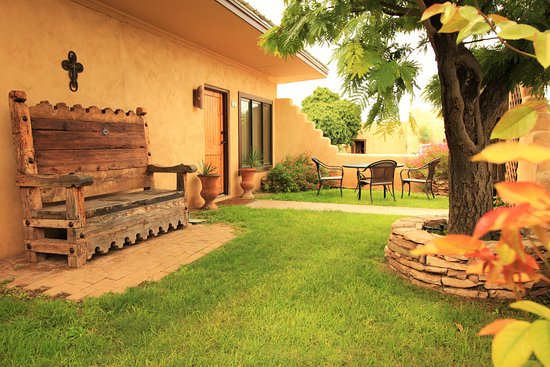 Alpine, TX: Beautiful Courtyards