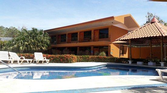Nicoya, كوستاريكا: Piscina con Jacuzzy ,Para su disfrute