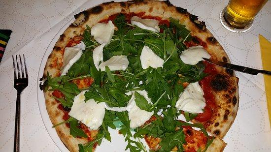 "Morfelden-Walldorf, Germany: Tagespizza ""Regina"" mit Mozzarella und Rucola.....megalecker!"