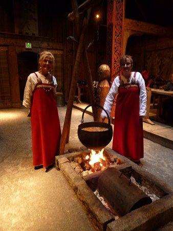 Vestvagoy, Norge: Friller som serverer