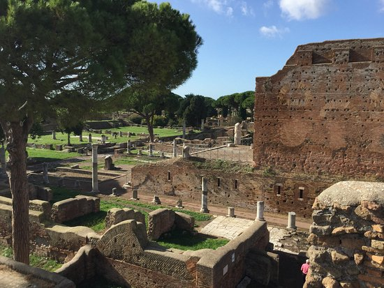 Ostia Antica, Italia: The view looking toward the Forum