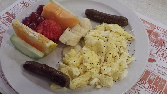 Nevada City, Kalifornia: The Classic has healthy options too. Organic eggs, veggie sausage, and fruit.