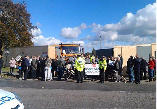 Northfleet, UK: Protest about demolition of Battle of Britain Pub