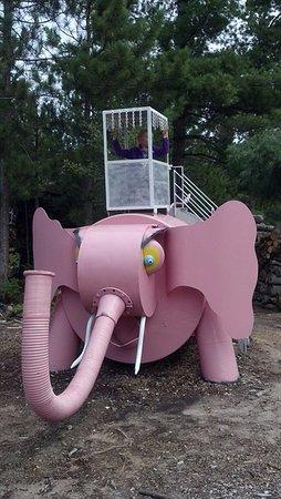 Lakenenland Sculpture Park: Pink Elephant for kids