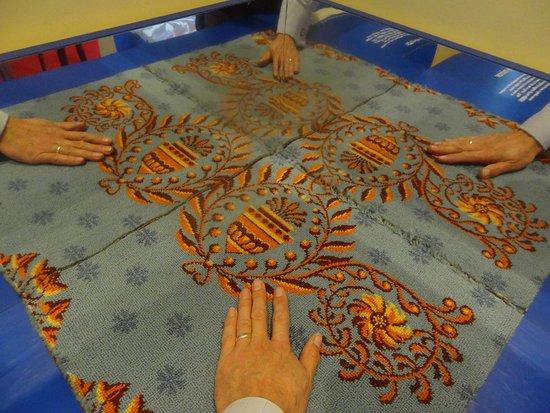 Kidderminster, UK: Miirrors - show prototype carpet designs repeating