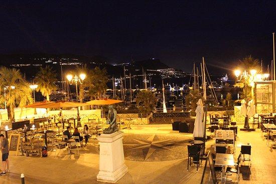 Le Saint Jean : Vista di fronte al ristorante