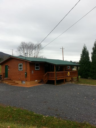 Elizabethton, TN: Front of Cabin 11