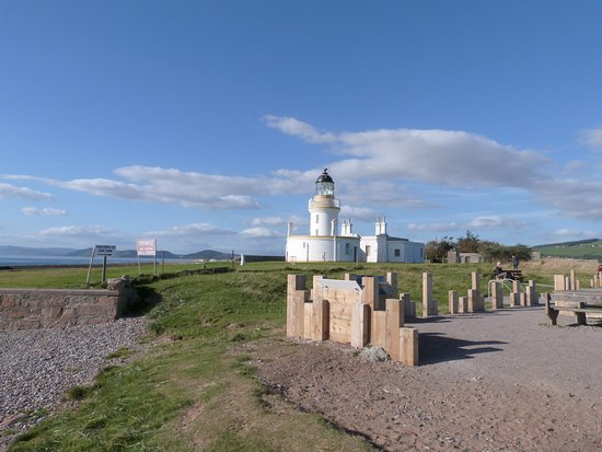 Fortrose, UK: Lighthouse and picnic area.