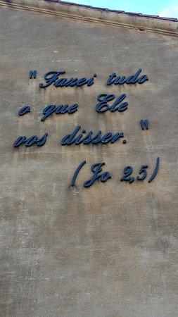 Frase Fixada Na Parede Do Santuário Fotografía De Shrine Of