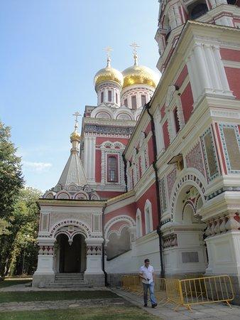 Shipka, บัลแกเรีย: Uma das laterais da Igreja.