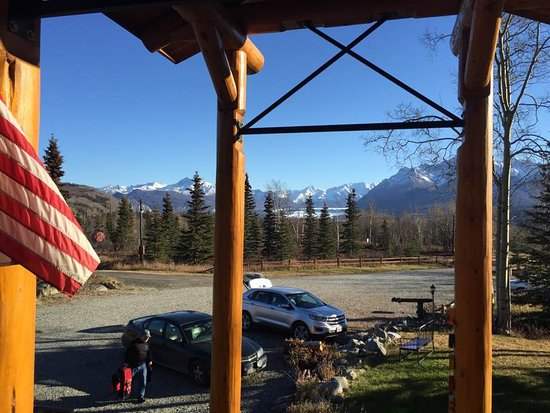 Sutton, AK: View off the front porch of the lodge