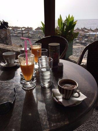 Sougia, Hellas: having breakfast