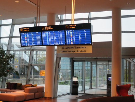 Hilton Copenhagen Airport: Time table at the entrance