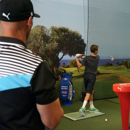 Jupiter, Flórida: Young Chase on our indoor range working with Coach Joey D
