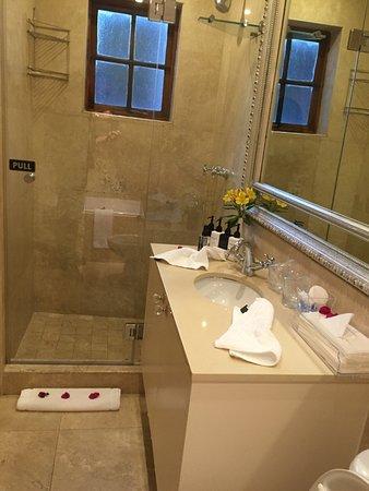 Fresnaye, แอฟริกาใต้: kleine maar complete badkamer
