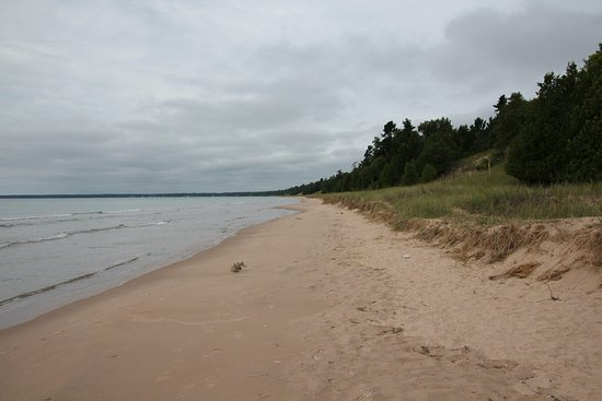 Sturgeon Bay, WI: Walking next to Lake Superior