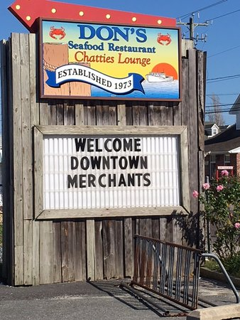 Don's Seafood Restaurant : Road Sign