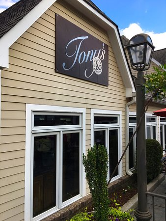 Tony's Pasta Shop & Trattoria : Tony's is hidden in a hovel on High Street near Chattanooga's Hunter Museum.