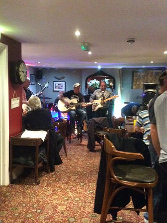 Whitwell, UK: Open mic nights
