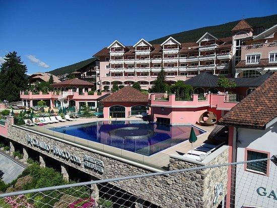 Cavallino Bianco Family Spa Grand Hotel Photo