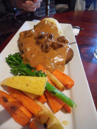 Strathmore Station Restaurant And Pub: Hot Hamburger
