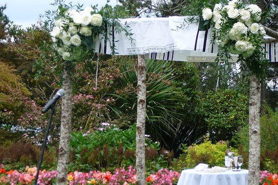 Kiana Lodge: Here for outdoor wedding