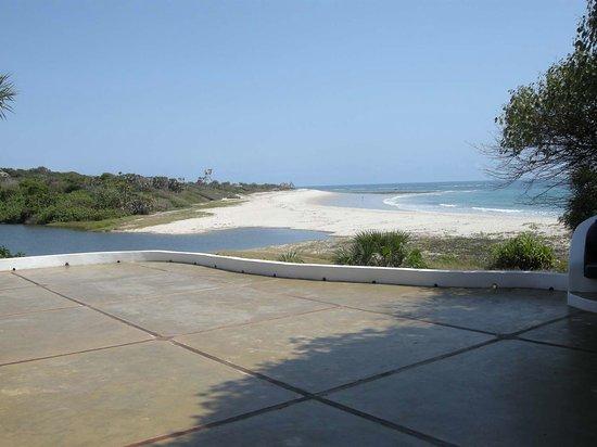 Kutani, تنزانيا: Beach from the resort