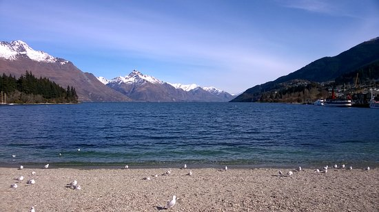 The view from the Queenstown edge of Lake Wakatipu