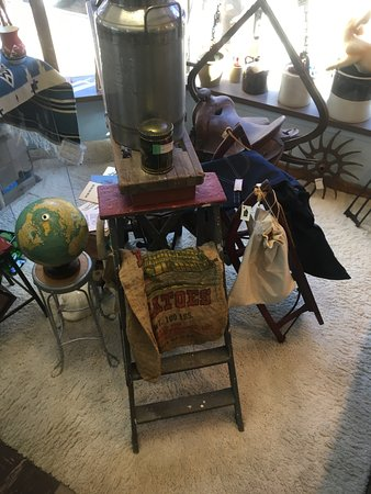 Elizabeth, IL: Some great primitives!